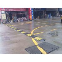 China durable reflective rubber speed hump, road safety products rubber speed bump, high strength rubber speed bump speed hump on sale